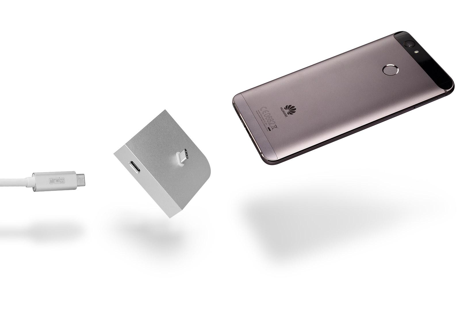 Das Artwizz USB-C-Dock: schlicht und elegant, hier mit einem Huawei-Smartphone