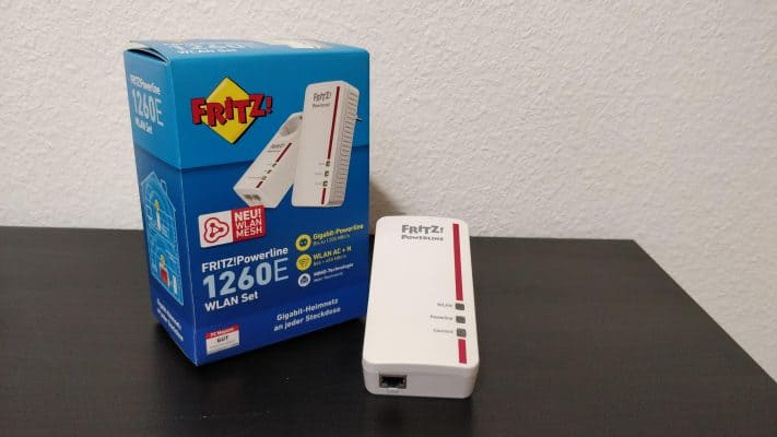 Verpackung des FRITZ!Powerline 1260E Set mit Repeater sichtbar.