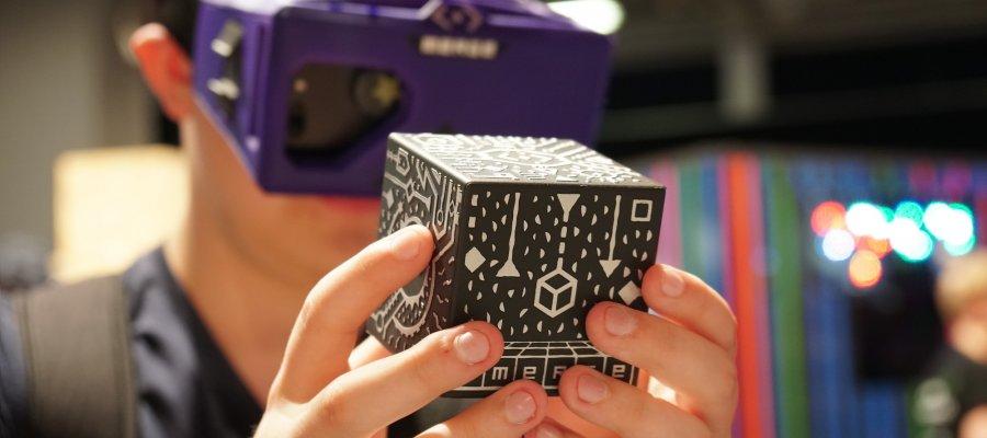 Einsehen in Virtuelle Welten: MERGE Cube und VR-Brille im Test
